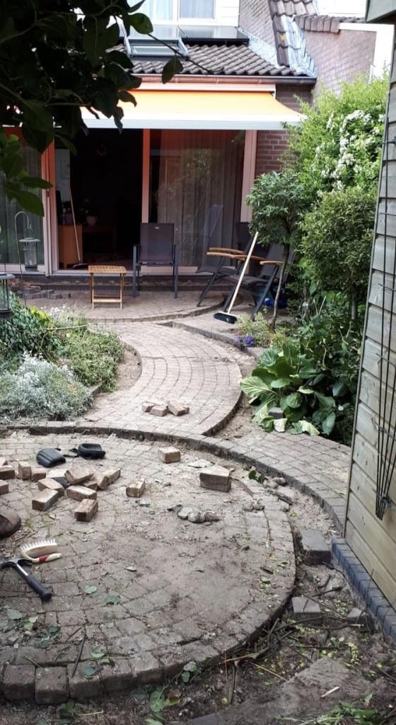 De tuin voor renovatie
